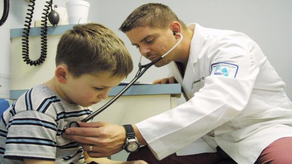 هذا ما وجده طبيب في انف طفل