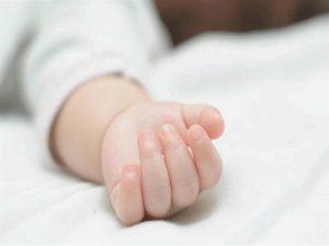 في حالة نادرة.. ولادة طفل بعضوين ذكريين صور