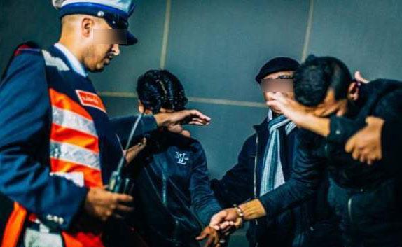 توقيف أربعة أشخاص تورطهم في قضية تتعلق بتصوير شريط فيديو مفبرك يتضمن جرائم وهمية