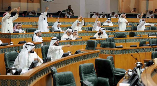 الكويت.. مشروع قانون أمام البرلمان يلزم السياح باحترام قيم وعادات وتقاليد البلاد