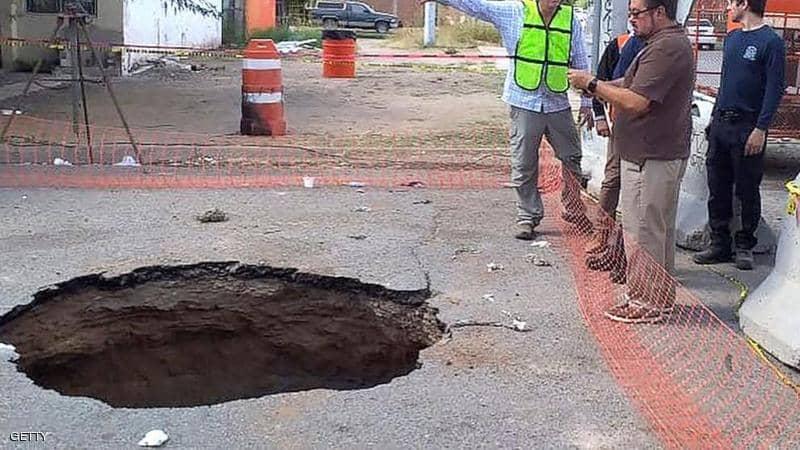 المكسيك..عمليات بحث مستميتة عن رجل سقط في حفرة مجاري
