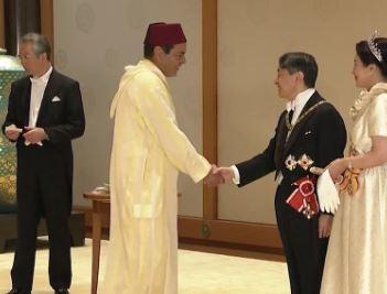 مولاي رشيد يحضر حفل شاي أقامه إمبراطور اليابان بمناسبة اعتلائه العرش