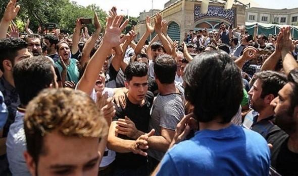 مظاهرات في طهران وعدد من المدن الإيرانية احتجاجا على رفع أسعار البنزين