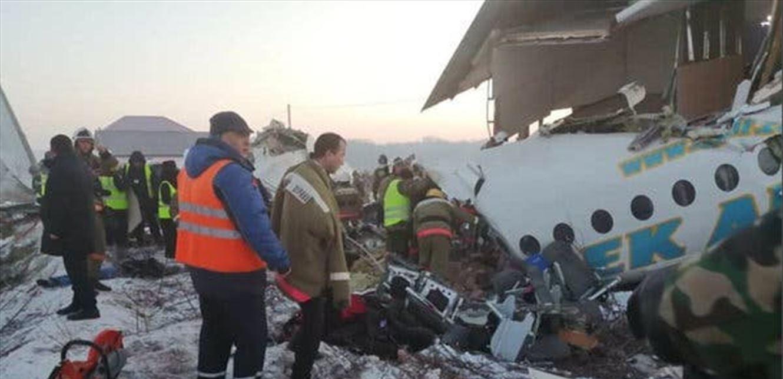 كازاخستان..مقتل 15 شخص في تحطم طائرة ركاب عقب إقلاعها من مطار الماتي