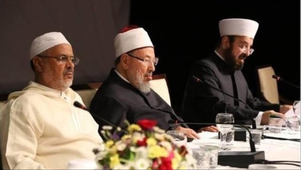 الاتحاد العالمي لعلماء المسلمين يفتي بالتوقف عن الجمعة والجماعات في كل بلد يتفشى فيه وباء كورونا
