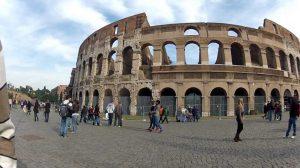 تراجع حالات الإصابة والوفيات بكورونا بإيطاليا