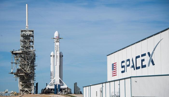 """إرجاء إقلاع """"سبايس إكس"""" في أول مهمة فضائية مأهولة بسبب رداءة الطقس"""