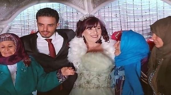 طلب صداقة بالخطأ على فيسبوك يتسبب في زواج ستينية من شاب عشريني!!