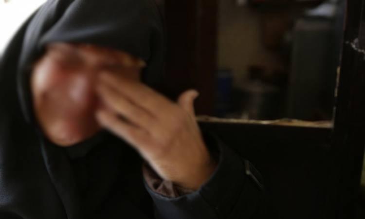 شاب يحاول اغتصاب أمه بوزان