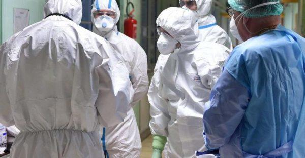 إصابة ما لا يقل عن 90 ألف من العاملين في مجال الرعاية الصحية بفيروس كورونا