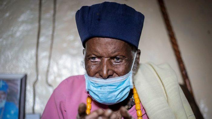 في الـ114 من العمر يشفى من كورونا