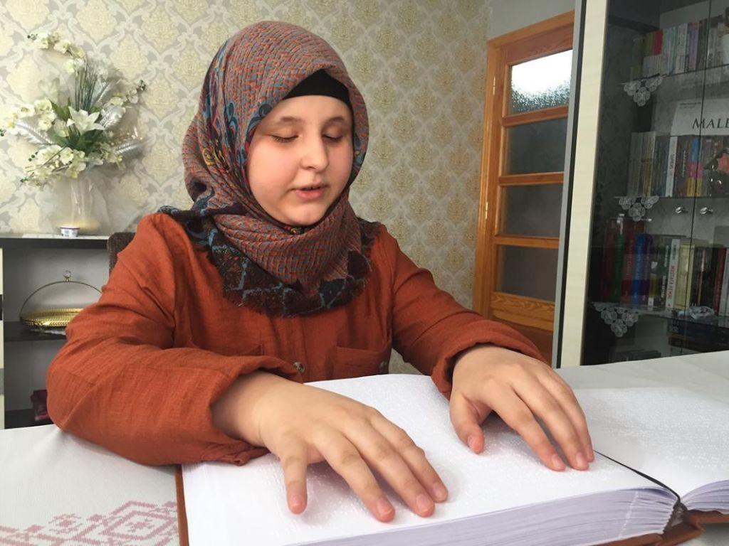 الطالبة المعجزة.. كفيفة تحفظ القرآن في 12 شهرا