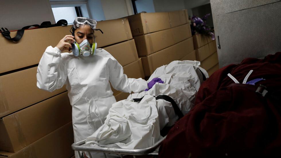 """تشريح أجساد متوفين بفيروس """"كورونا"""" يكشف نتائج صادمة"""