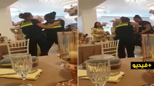 شرطة هولندا ترقص على أنغامالريفية في عرس مغربي فيديو