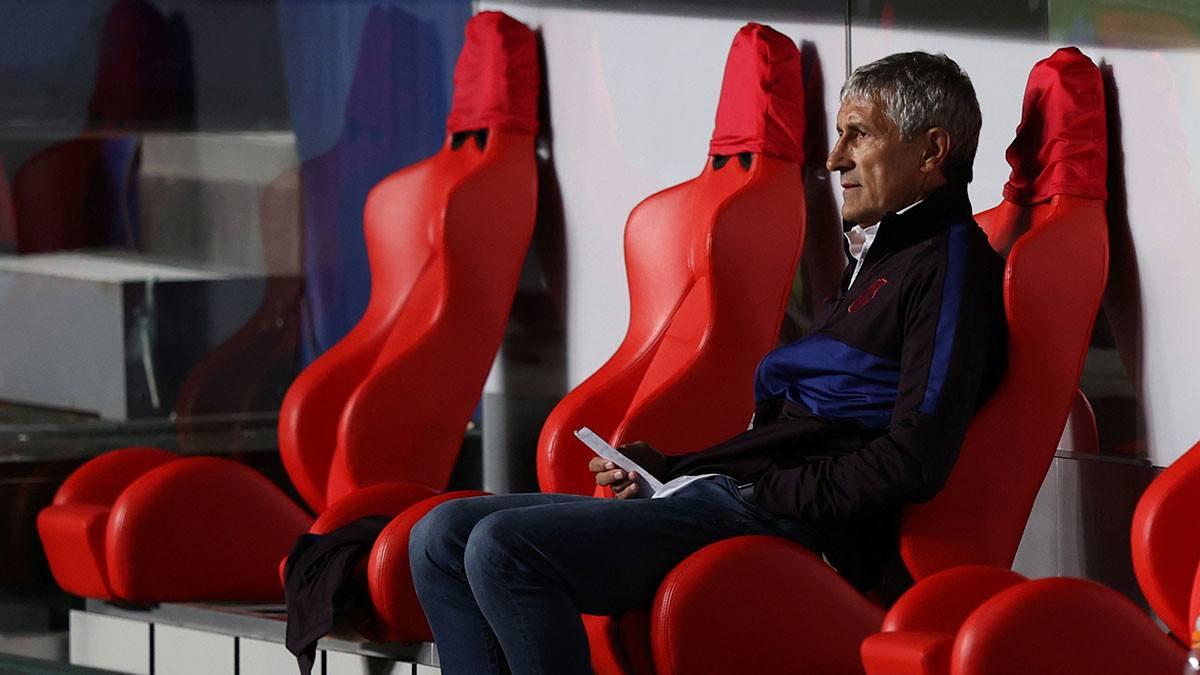 بعد الهزيمة القاسية.. إقالة كيكي سيتين من قيادة برشلونة