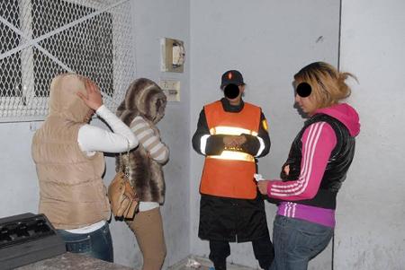 مهاجر يستغل قاصرات في السرقة.. سرقة احداهن 80 مليون !!