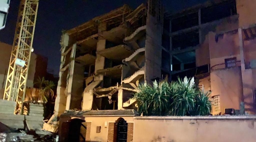 """مراكش.. وفاة شخص في انهيار عمارة في طور البناء بمراكش و البحث جاري عن مفقودين """"فيديو"""""""