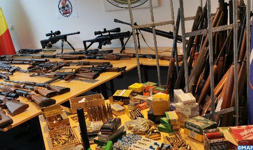 بلجيكا.. حجز ترسانة كبيرة من الأسلحة وعربات فاخرة وذخيرة