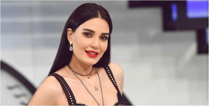 فنانة شهيرة بعد انتقاد القبلات في مسلسلها الجديد: زوجي عارف!!
