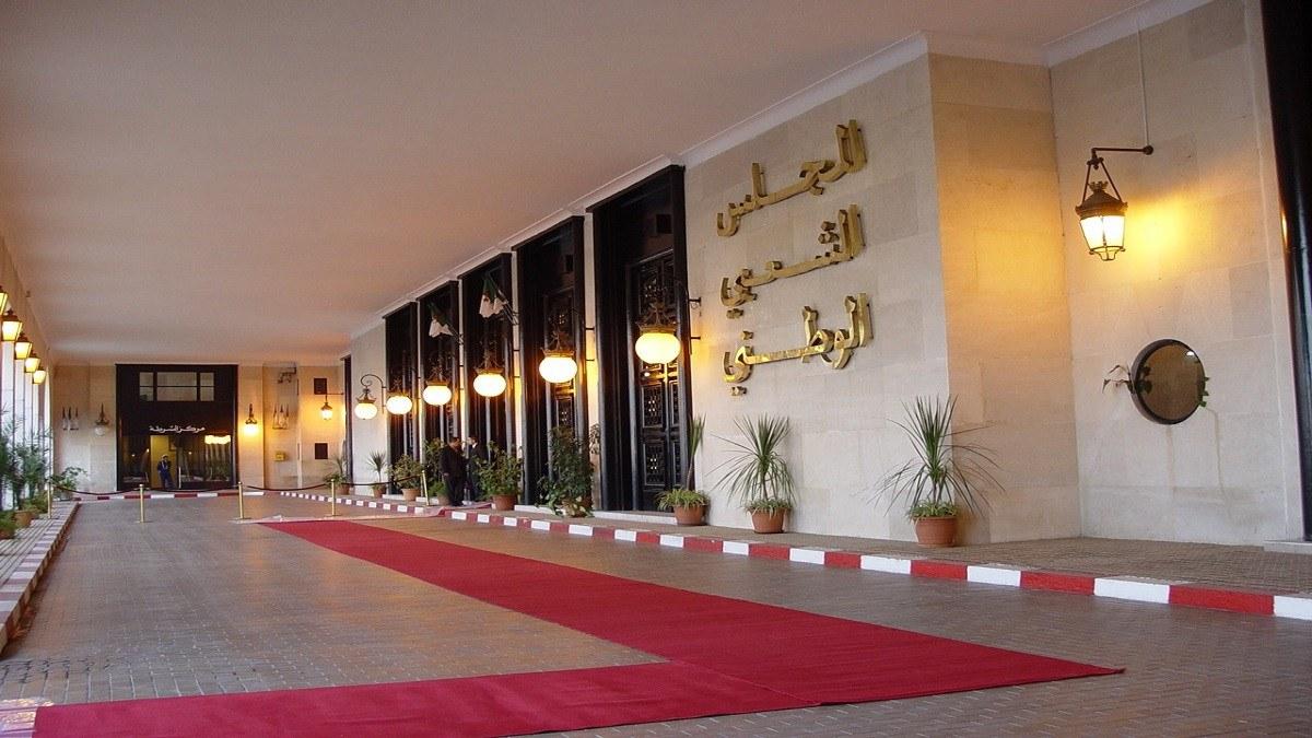 """مجلس النواب الجزائري يُصوت بالإجماع على مشروع """"تعديل الدستور"""""""