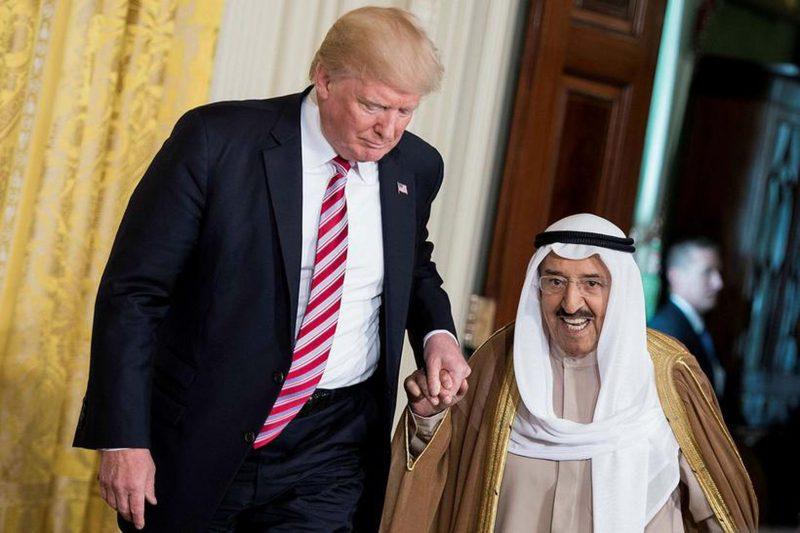 """ترامب يقلد أمير الكويت أحمد الصباح وساماً نادراً..هل هذا """"عربون"""" للتطبيع؟!"""