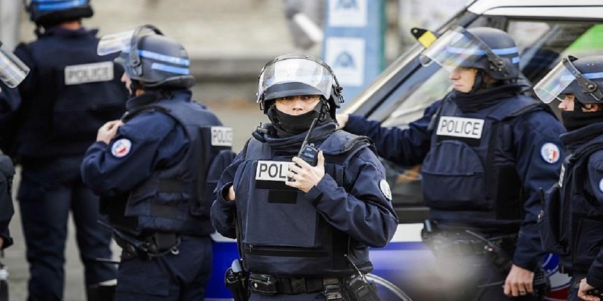 توقيف 4 شرطيين فرنسيين بسبب فيديو تعنيف رجل