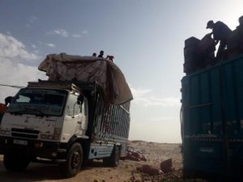 عصابة البوليساريو تتلف حمولة عدد من الشاحنات المغربية