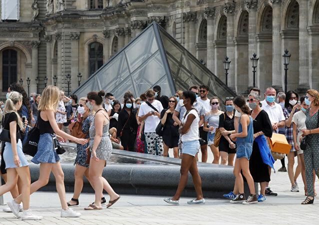 فرنسا تعلن الطوارئ وحظر التجوال بسبب موجة كورونا الثانية..