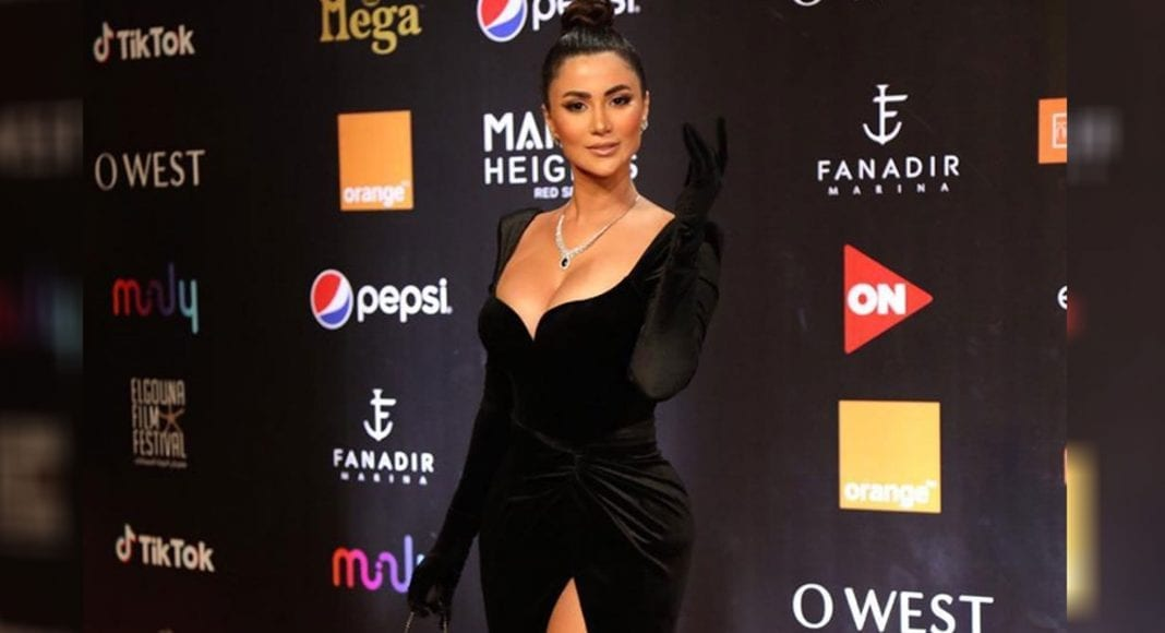 """من هي """"هدى الأتربي"""" صاحبة أجرأ فستان في مهرجان الجونة؟ (صور)"""