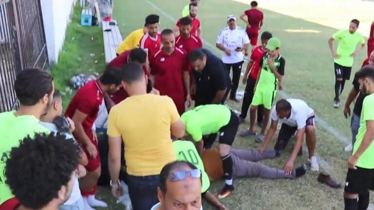 لحظة وفاة مدرب أثناء مباراة لفريقه في دمياط (فيديو)