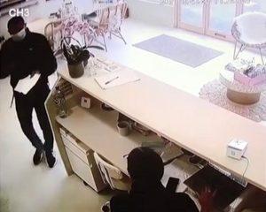 حتى مشاهدي الفيديو لم يروا ما حدث .. أغرب سرقة هاتف أمام صاحبته