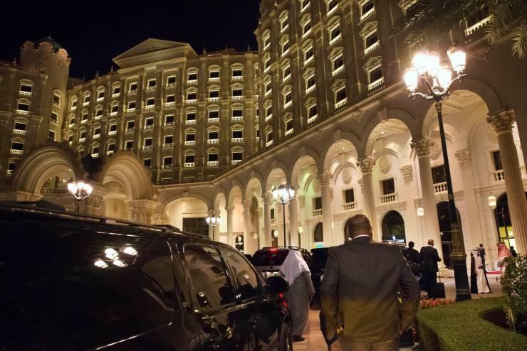 ليلة الضرب.. الغارديان تروي تفاصيل ماحدث في الريتز السعودي