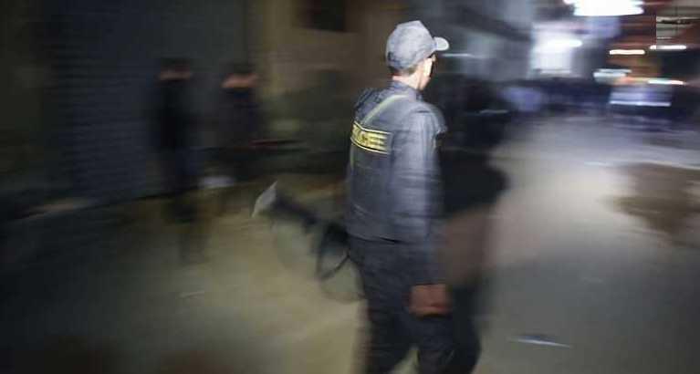 مذبحة اسرية..طالب يمزق جسد أمه وشقيقه بـ8 طعنات قبل ان يصفي زوج شقيقته...