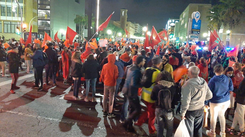 مغاربة يحتشدو بتارغونا الإسبانية تنديدا باعتداءات البوليساريو على القنصلية المغربية