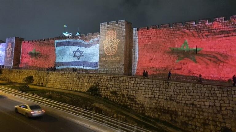 أعلام ضخمة للمغرب على أسوار القدس إلى جانب العلم الإسرائيلي