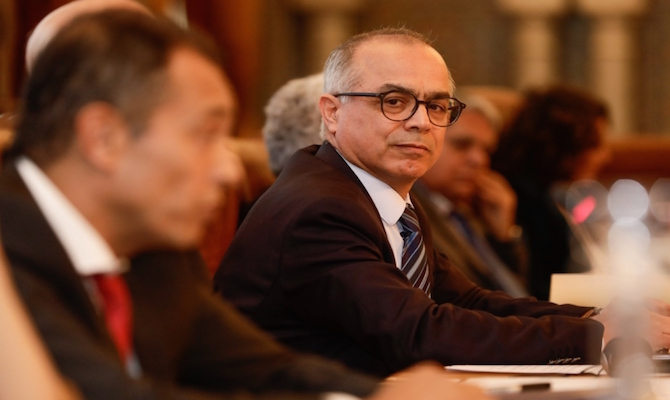 توقف أستاذ مغربيا عضوا بلجنة بنموسى بتهمة التحرش بطالباته في هولندا
