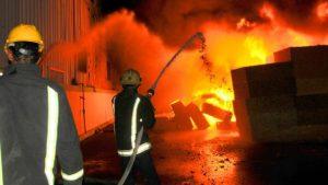 حريق بوحدة صناعية