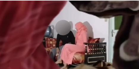 """فيديو """"الدخلة قبل موعدها"""" يهز مواقع التواصل الإجتماعي بالمغرب بين شاب وشابة محجبة..شاهد"""