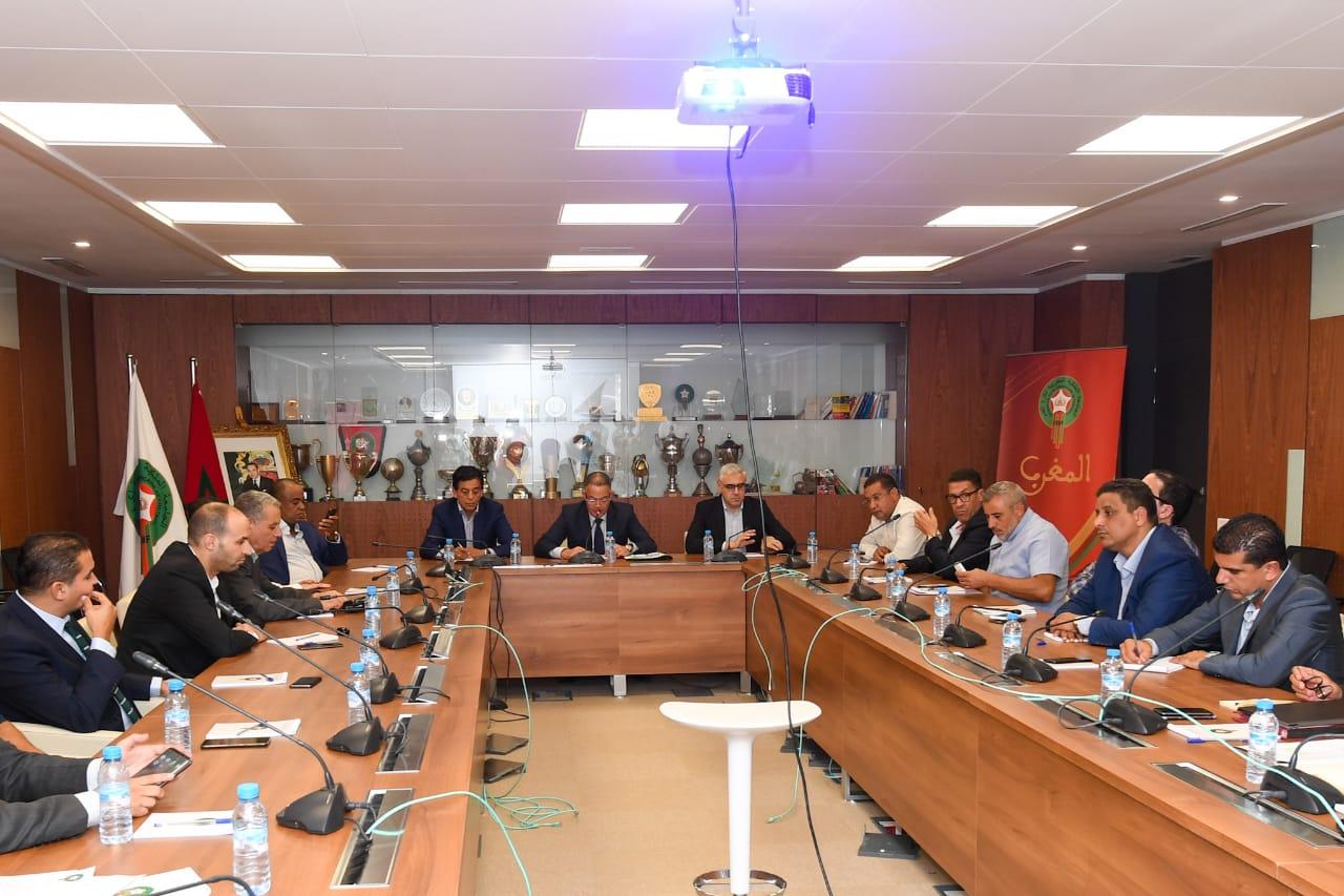 اجتماع الجامعة الملكية لكرة القدم مع العصبة الاحترافية