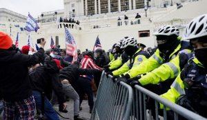 بالفيديو.. إغلاق مبنى الكونجرس الأمريكى بعد اقتحام أنصار ترامب للكابيتول