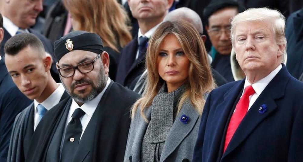 الملك محمد السادس يوشح ترامب بالوسام المحمدي ويتسلم جلالته وسام الاستحقاق