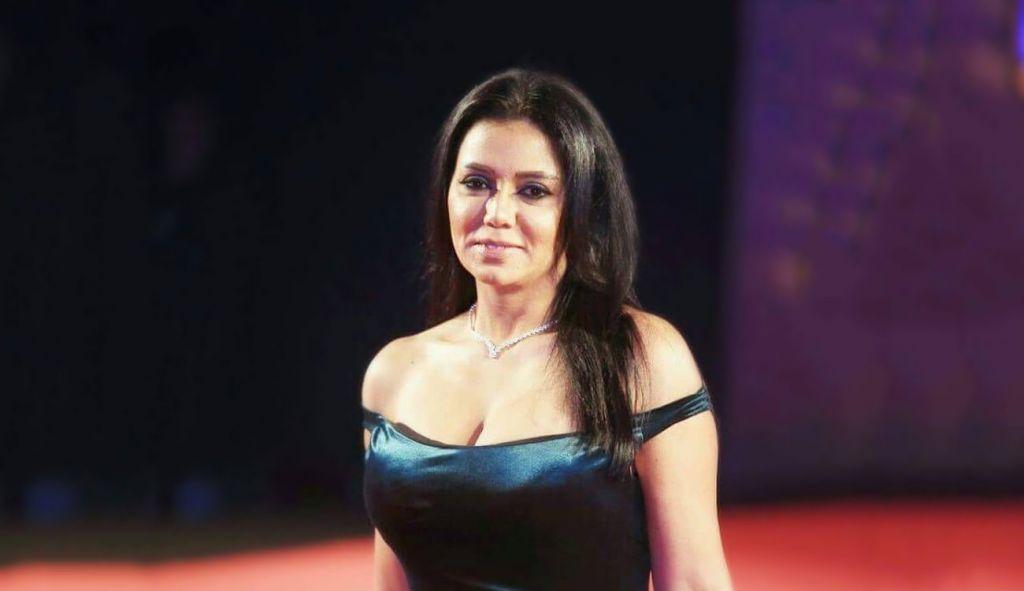 """فنانة معروفة تشرح كيفية تصوير مشاهد """"القبلات"""" في السينما المصرية"""