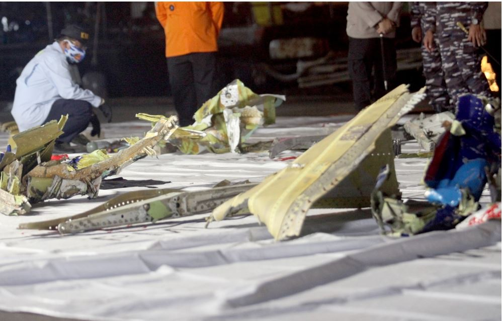 محققون يكشفون عن مفاجأة حول تحطم الطائرة الإندونيسية