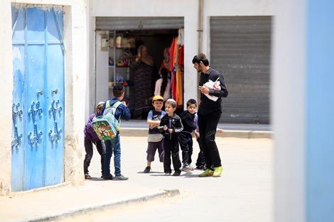 مسلمون ويهود على مقعد دراسي واحد