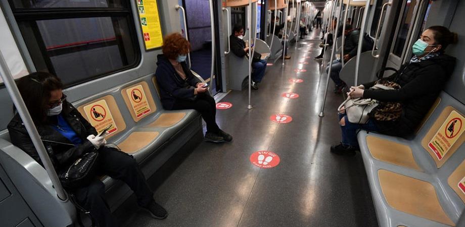 ممنوع الكلام أو التحدث في الهاتف في وسائل النقل العمومي بفرنسا
