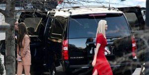 إيفانكا تخطف الأنظار أثناء نقل أغراض ترامب من البيت الأبيض