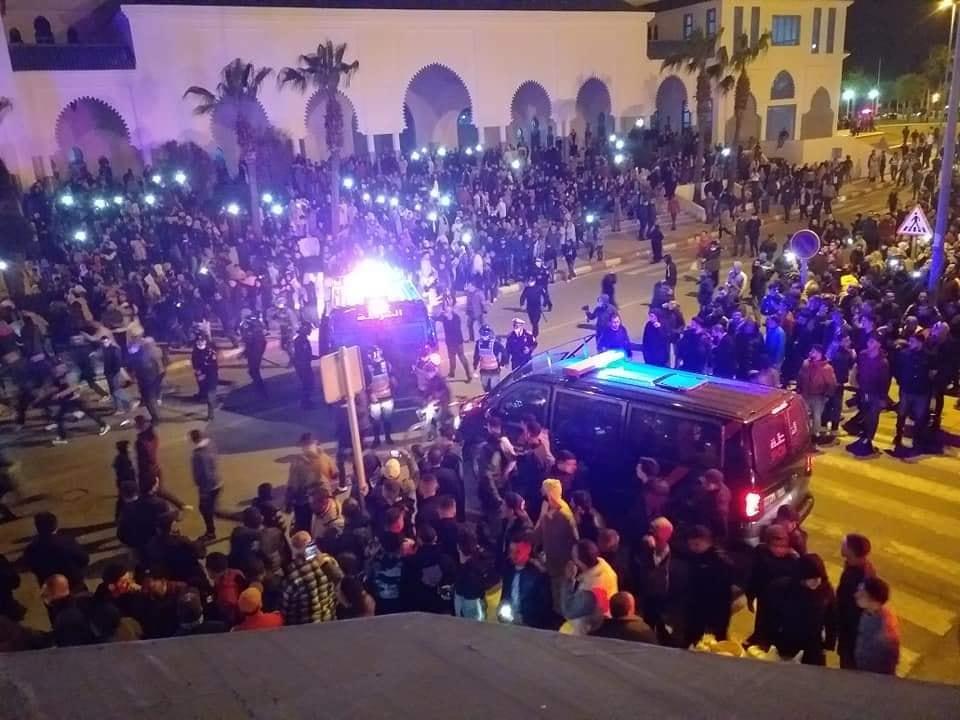 احتجاجات بالفنيدق لتوفير بدائل للتهريب المعيشي بعد إغلاق الحدود مع سبتة المحتلة وتأزم الوضعية