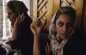 كاميرات سرية توثق الدعارة المُباحة في شوارع إيران