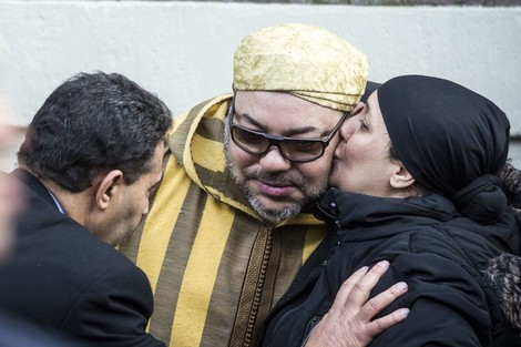 المغاربة يردون على وقاحة النظام الجزائري: ملكنا خط أحمر