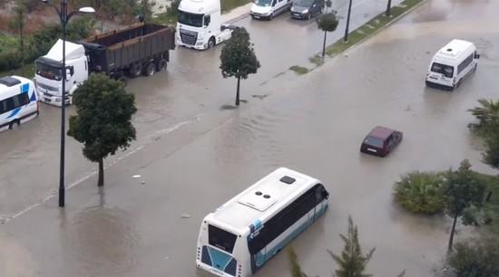 تساقطات مطرية قوية تخنق مدينة طنجة..